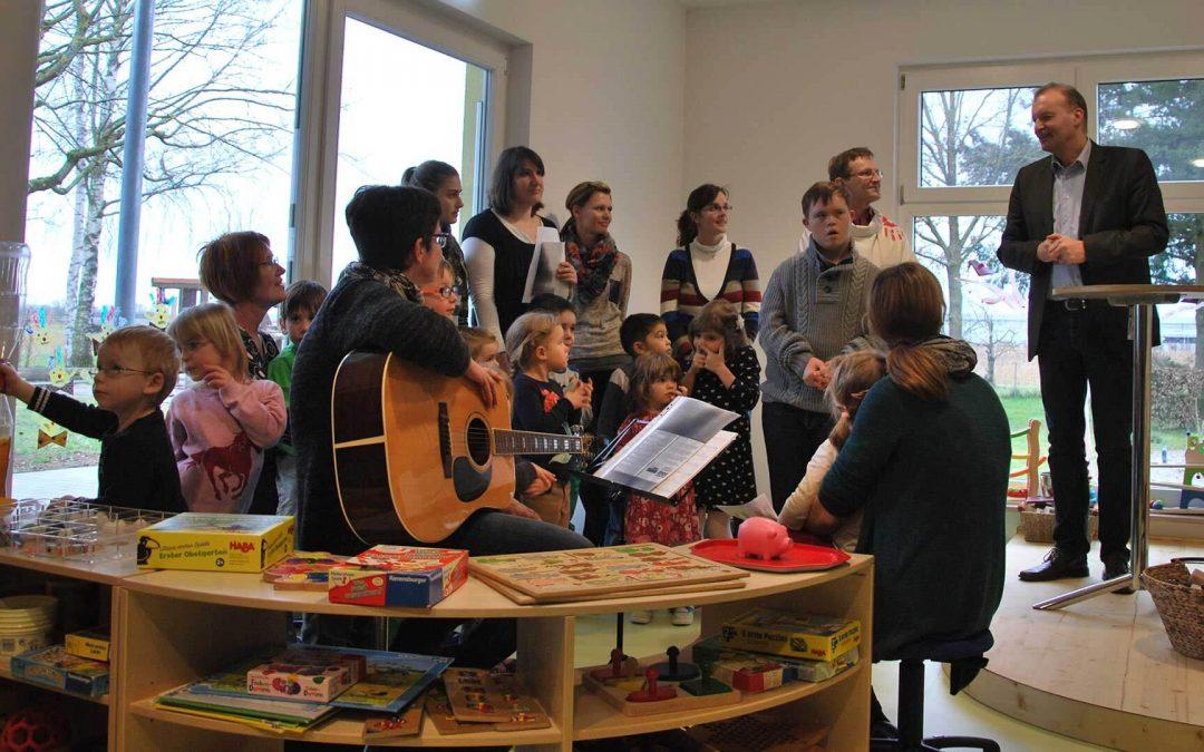 Musikstunde im neuen Kindergarten Schutterzell